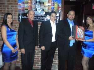 Heinz Vieluz jr., (3rd from left) Juan Guillen, CEO of Latin TRENDS (2nd from left)  and Edgar Soto, (2nd from left)