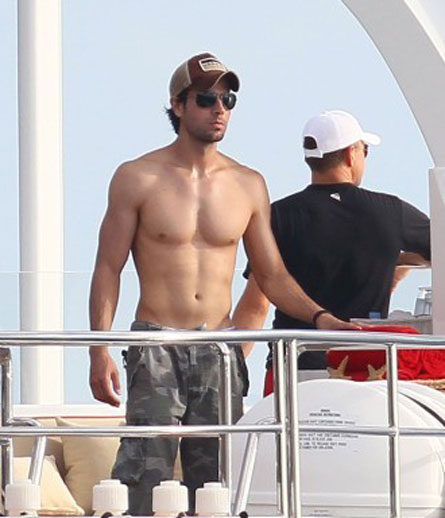 DAMELO! Enrique Iglesias, Shirtless, in St. Bart's