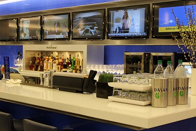 Delta Sky Club bars have an indulgent selection of complimentary soft drinks, beer, wine and premium liquors.