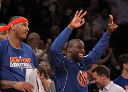 The Knicks' Carmelo Anthony (l.) and Raymond Felton (r.) enjoyed a laugher over the Pacers in Game 2.