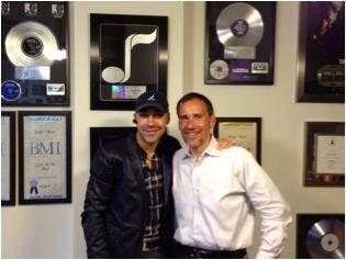 J'Martin junto a Frank Liwall, Presidente de The Royalty Network, Inc.