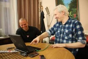 El cantante y el fundador de WikiLeaks unirán esfuerzos en defensa de la libertad de expresión