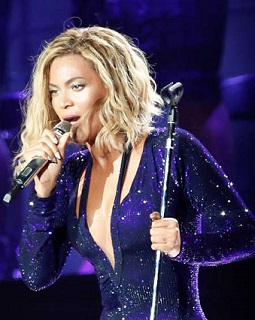 Beyonce Pulled Off Stage By Fan In Sao Paulo