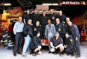 Victor Cruz y bomberos de Nueva York