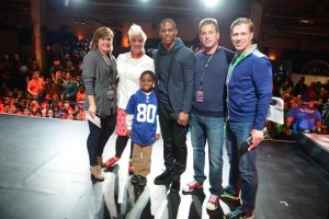 "Football player Victor Cruz and Food Network chef and personality Anne Burrell host Time Warner Cable's ""Connect a Million Minds Day"" for 300 students from local Boys & Girls Clubs on February 1, 2014 in New York City. From l. to r. Ellen East, TWC's Chief Communications Officer; Anne Burrell; Victor Cruz; Jeffrey A. Hirsch, TWC's EVP and Chief Sales/Marketing Officer, Residential Services; Chad Royal-Pascoe, BGCA's National Vice President, Corporate Partnerships. Photo credit: Gustavo Caballero/Getty Images for Time Warner Cable."