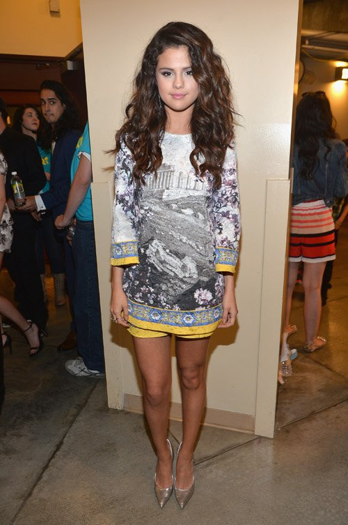 selena-gomez-nickelodeon-27th-annual-kids-choice-awards-dolce-gabbana