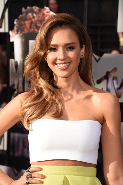 Get The Hair Look Latino Star Jessica Alba At The 2014