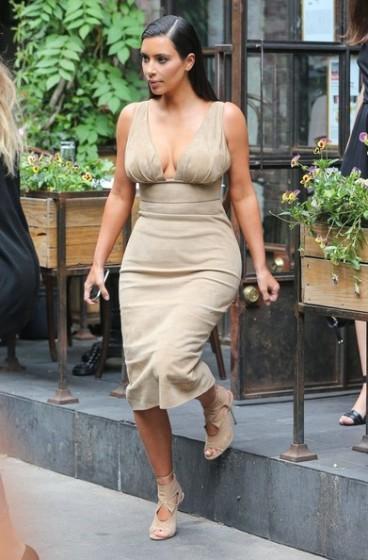 Kim+Kardashian+Kardashian+Sisters+Lunch+X1GQFKdwd55l
