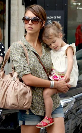 best-dressed-celebrity-moms-940443594-may-9-2012-600x969