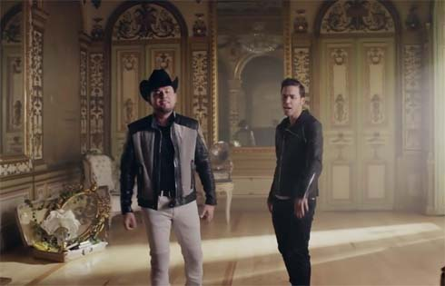 "Prince Royce Crossing Borders w/ Banda  Version ""Soy El Mismo"" at #1"