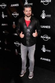 Juanes+Artist+Spotlight+Merchandise+Unveiling+dy68d-GSbRSl