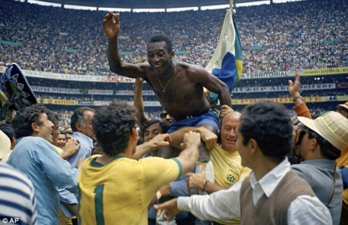 Pele celebrates third World Cup title in Mexico 1970