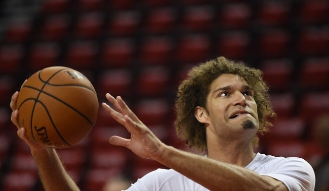ROBIN LOPEZ PROVING HE IS NOT HIS BROTHERS SIDEKICK