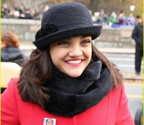 kelsea-ballerini-laurie-hernandez-thanksgiving-day-parade-04-1 justjared.com